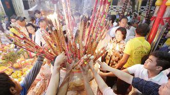 Incienso para las ofrendas de año nuevo en Camboya.