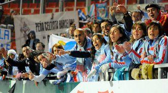 Miembros de Blau Cel y otras peñas, apoyando al Celta en un partido frente al Girona