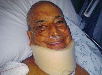 Antonio Casares, cuando estaba en el Clínico de Santiago recuperándose de las heridas del accidente.