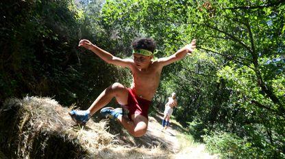 Basta con que quienes gustan de practicar deporte al aire libre se informen bien y apliquen el sentido común para evitar daños a la naturaleza. Carrera de obstáculos en Allariz