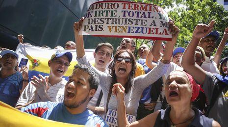 Controles militares en Caracas para sofocar las protestas de la oposición