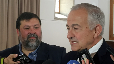 El ex ministro Francisco Caamaño muestra su apoyo a Méndez Romeu