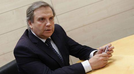El PSOE pide explicaciones a Carmona por suconspiración con Ausbanc