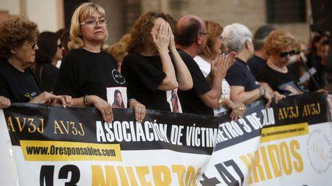 El Parlamento valenciano concluye que no era segura la línea de metro en la que murieron 43 personas