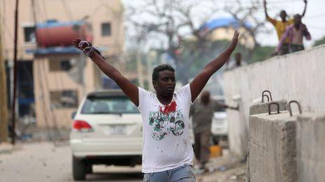 Otroasalto a un hotel de Mogadiscio se salda con 35 muertos