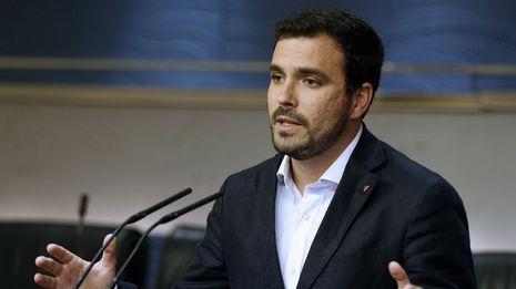 Alberto Garzón pide una investigación por el asistente sin contrato de Pablo Echenique