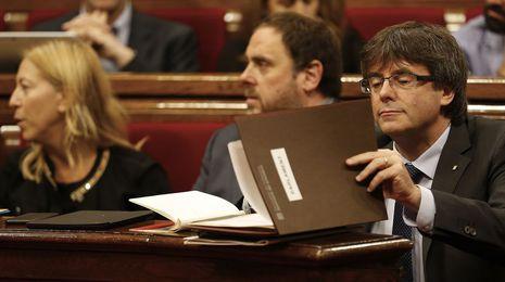 El Parlament de Cataluña aprueba el plan para la desconexión