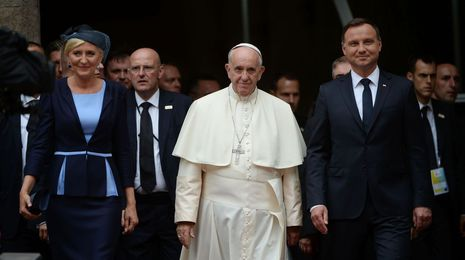 El papa ve al mundo «en guerra, pero no una guerra de religiones»