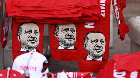 El Gobierno turco cierra más de 130 medios de comunicación tras la intentona golpista