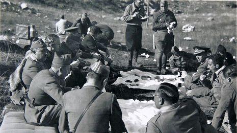 Sale a luz un archivo clandestino con 900 fotos de la Guerra Civil