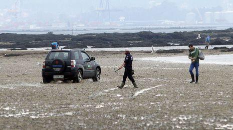 La Audiencia de A Coruña prohíbe a un furtivo agresivo pisar playas de Boiro