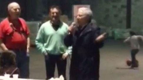 El alcalde de Dozón se arranca con «El Rey»