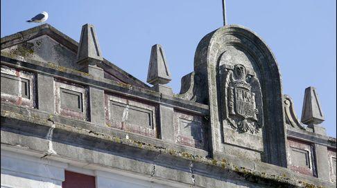 Símbolos franquistas en Ferrol a golpe de vista y escondidos