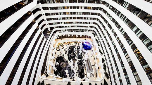 Vista interna del nuevo hotel Hilton en el aeropuerto de Schiphol en Holanda