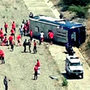 Autobús de Huracán volcado