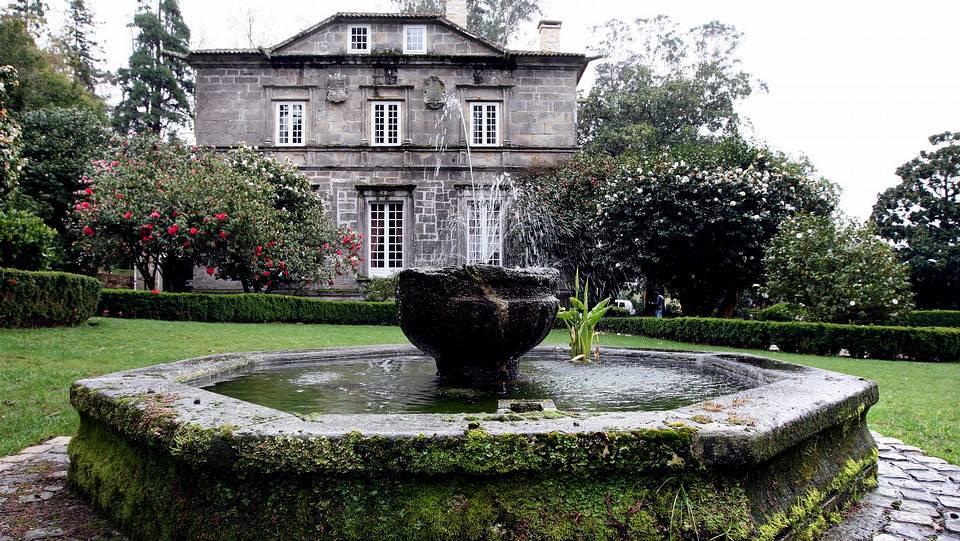 Los 15 pazos para visitar en galicia for Jardines galicia