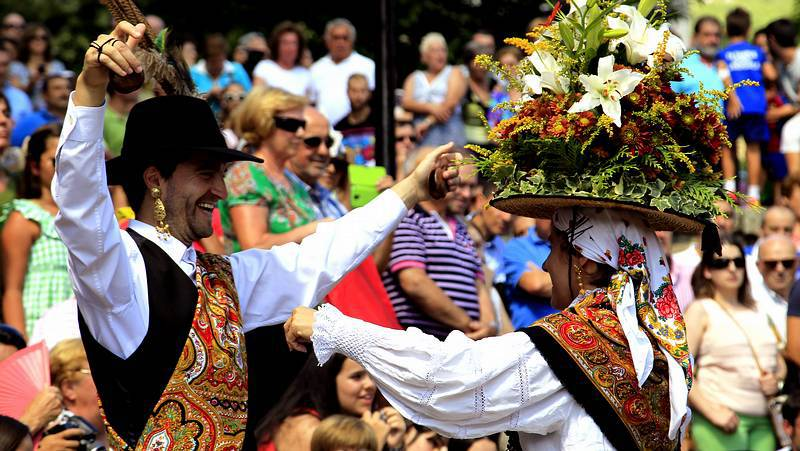 Cangas celebra una de las danzas más antiguas de Galicia
