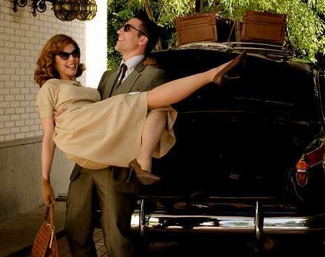 «Velvet» retoma la acción en el regreso de Alberto de su viaje de novios.