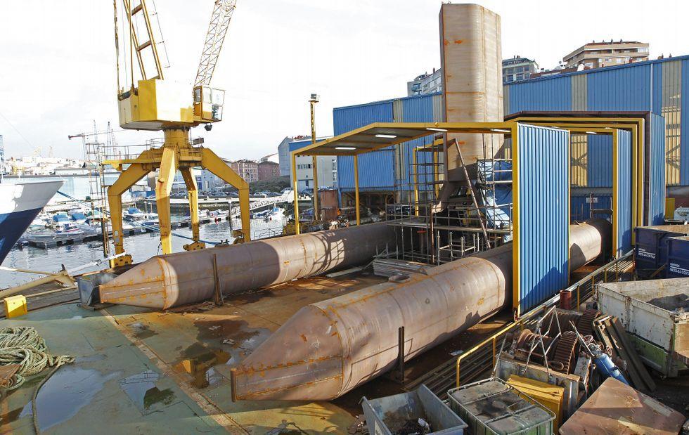 La construcción del prototipo de plataforma-trimarán se está ultimando en el astillero Cardama.