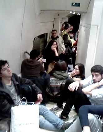 Estudiantes hacinados en el tren hacia A Coruña