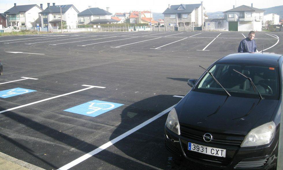 El área de estacionamiento es de especial utilidad los domingos, día de mercadillo y de feria.