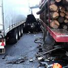 Muere en Coaña en un coche atrapado entre dos camiones