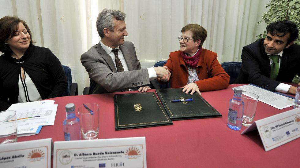 El vicepresidente da Xunta, Alfonso Rueda, en la firma de la renovación convenio de colaboración con las Hermanas Oblatas de Ferrol para la atención de mujeres en situación de prostitución o trata con fines de explotación sexual