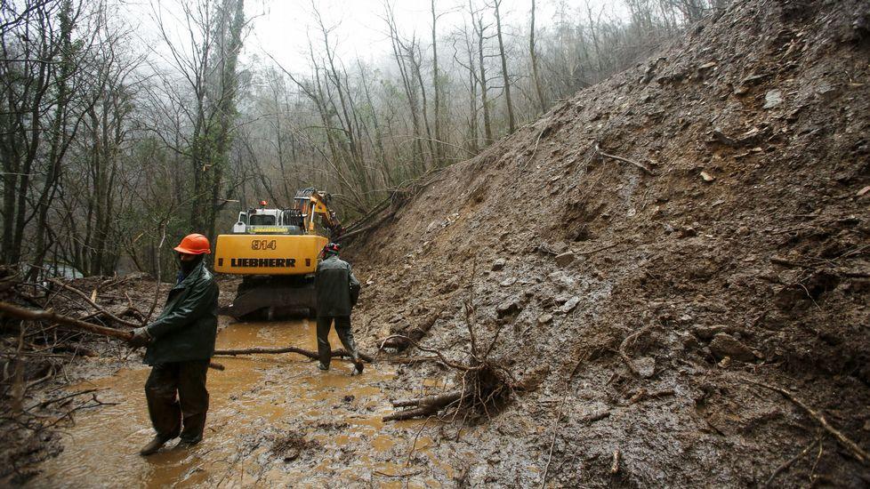 Reparación de la carretera de acceso al monasterio de Caaveiro tras el temporal