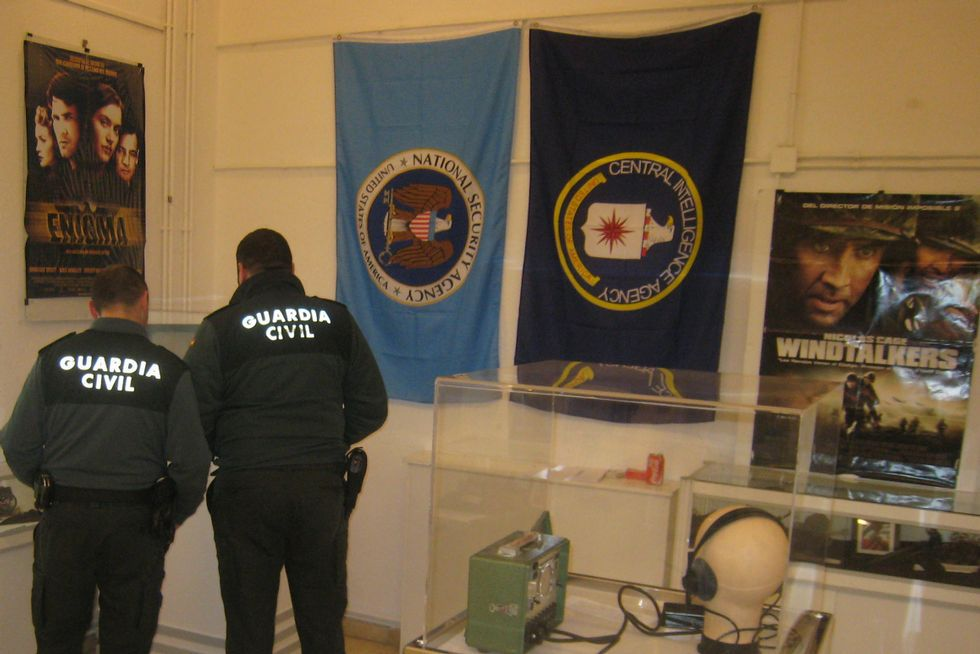 Agentes de la Guardia Civil mostraron interés por la muestra
