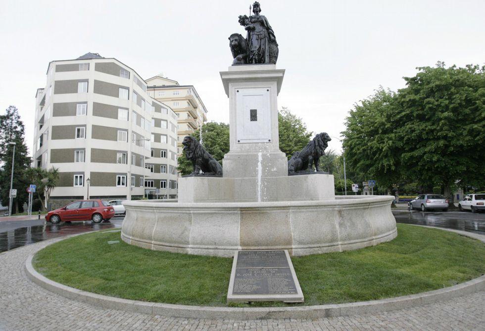 La reconstrucción de la fuente en la Praza de Avilés resultó más polémica de lo previsto.