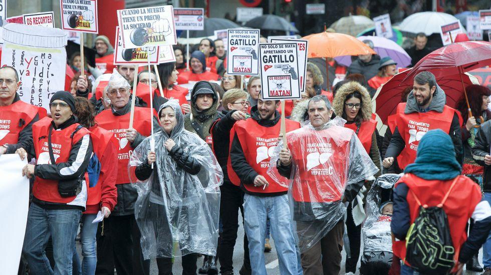 Los afectados por la hepatitis C marcharon por las calles de Santiago