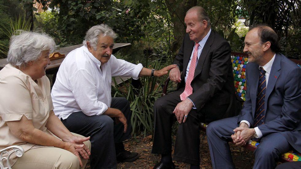 El rey Juan Carlos visita la casa de Pepe Mujica