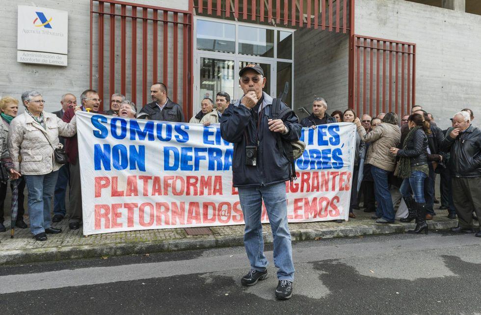 Una de las protestas realizadas frente a Hacienda por el colectivo de emigrantes retornados.