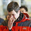 Familiares de los pasajeros se congregan en el aeropuerto de El Prat para conocer toda la informaci�n