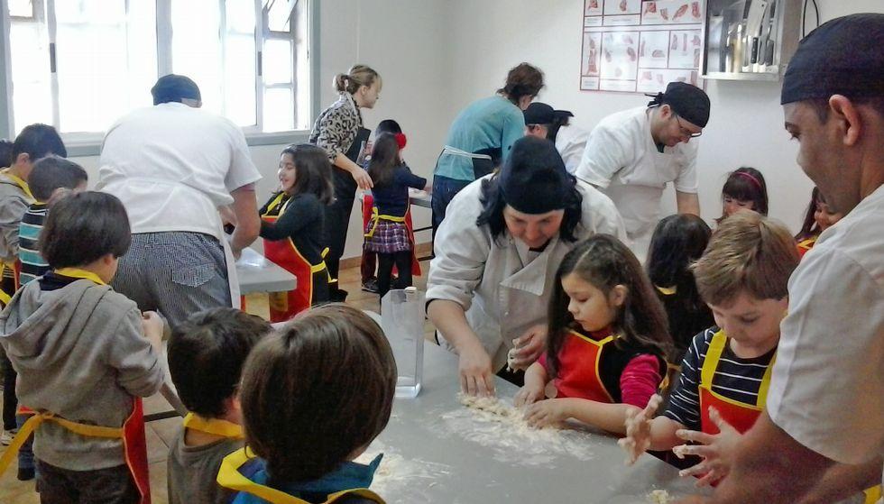 Resultado de imagen de haciendo pizza cocina vilarrodis