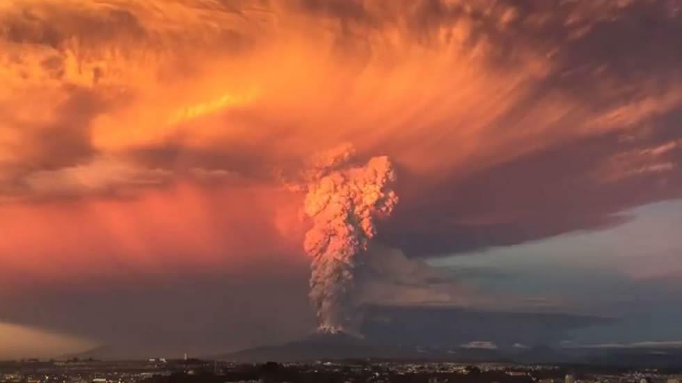 «Time-lapse» de la erupción del volcán Calbuco en Chile