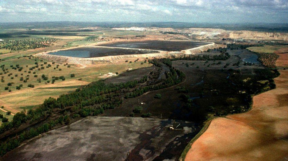Vista general de la zona afectada con las balsas de Minas de Aznalcollar causantes de la catástrofe ecológica