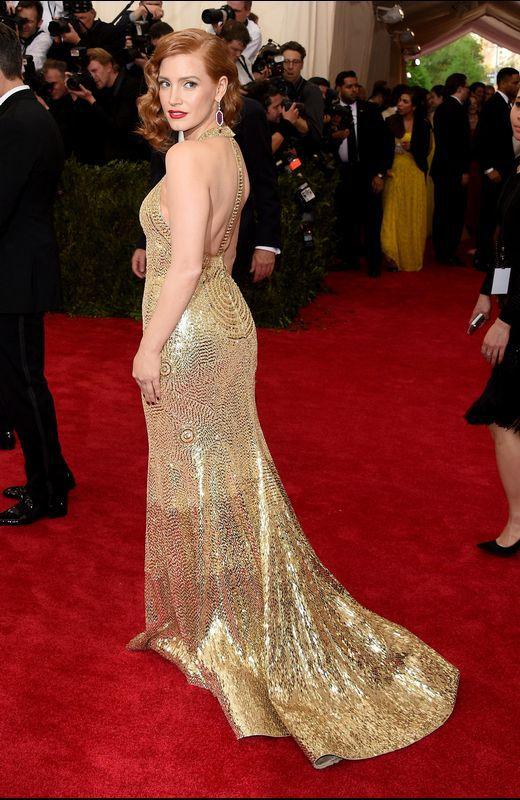 Jessica Chastain también de Givenchy, pero en versión dorada