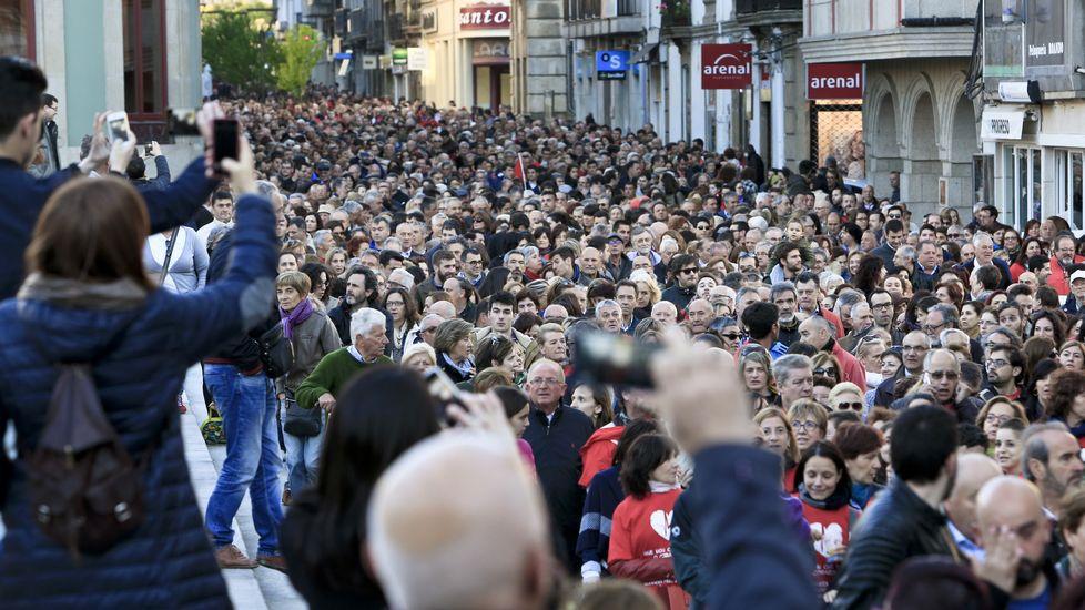 Multitudinaria manifestación para solicitarhemodinámica 24 horas, radioterapia y medicina nuclear en el hospital de Lugo