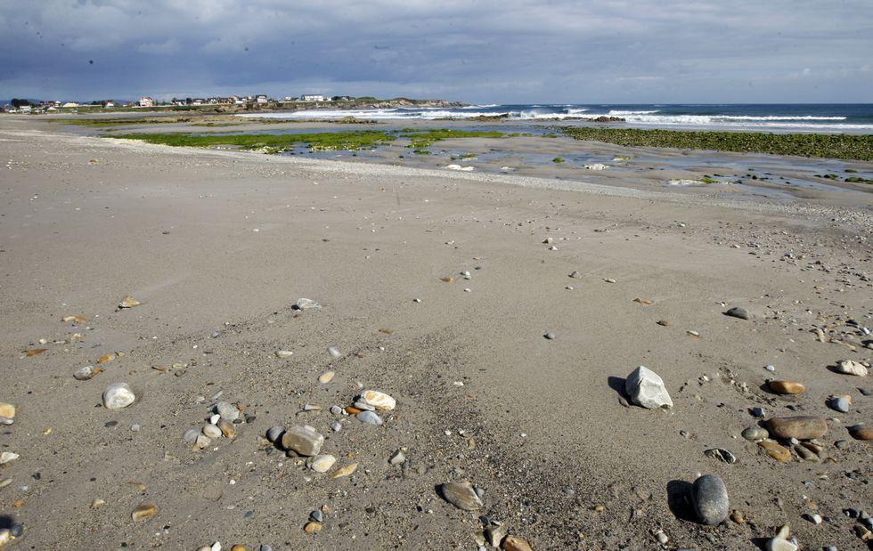 23 de junio del 2015. El mar ha introducido ingentes cantidades de arena, recuperando parte del arenal, si bien aún queda mucha playa por regenerar.
