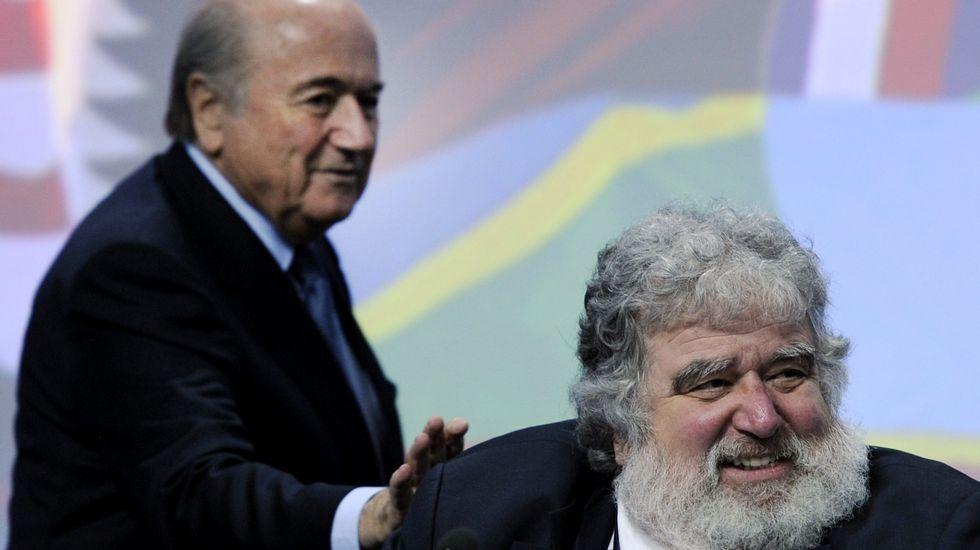 Blazer, con Blatter en el 2011