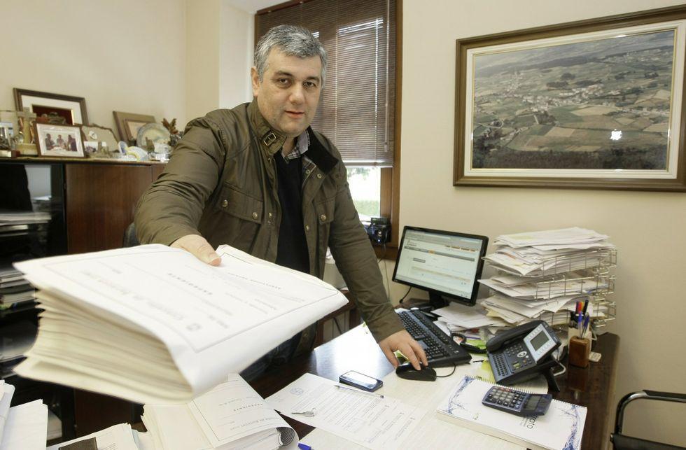 Alfonso Fuente tuvo que rebajarse el sueldo este mandato para ajustarse a la nueva ley.