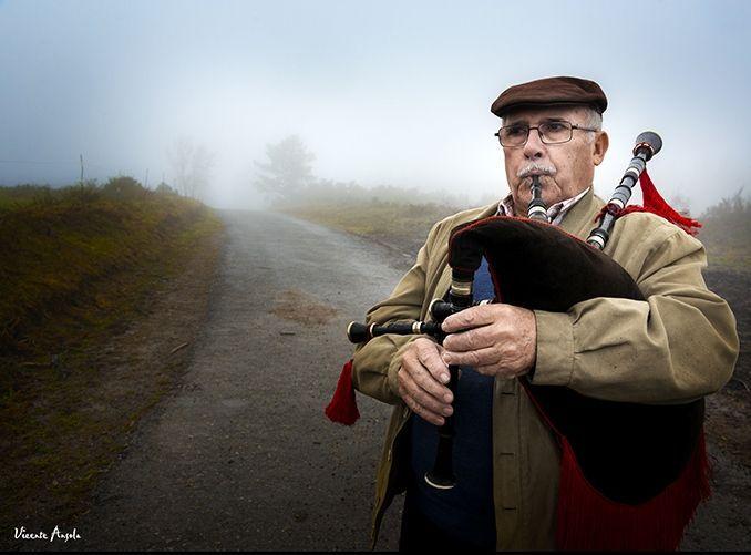 Destacan de Siderio de Vilarmide o virtuosismo co que toca a gaita aos seus 83 anos.