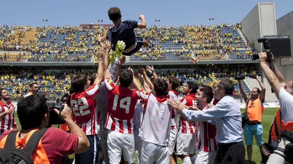 Así fue la lluvia de botellazos sobre los jugadores del Bilbao Athletic