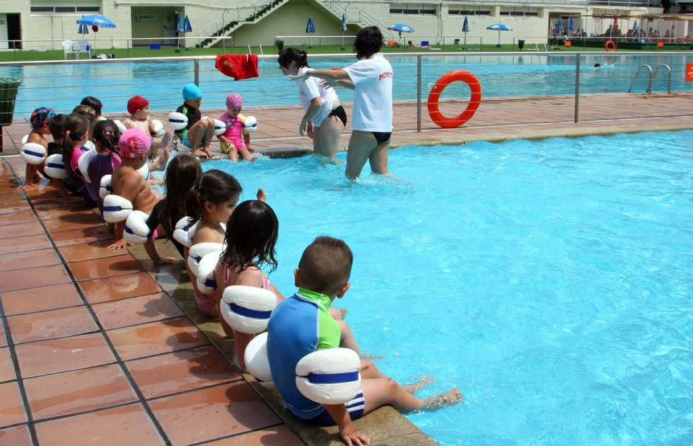 la piscina municipal de padr n lleva un a o cerrada y sin