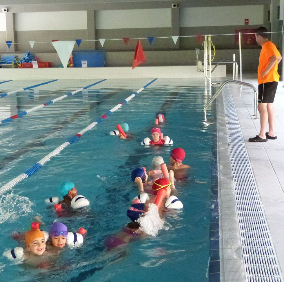La piscina climatizada y el gimnasio funcionan desde el for Piscina brion