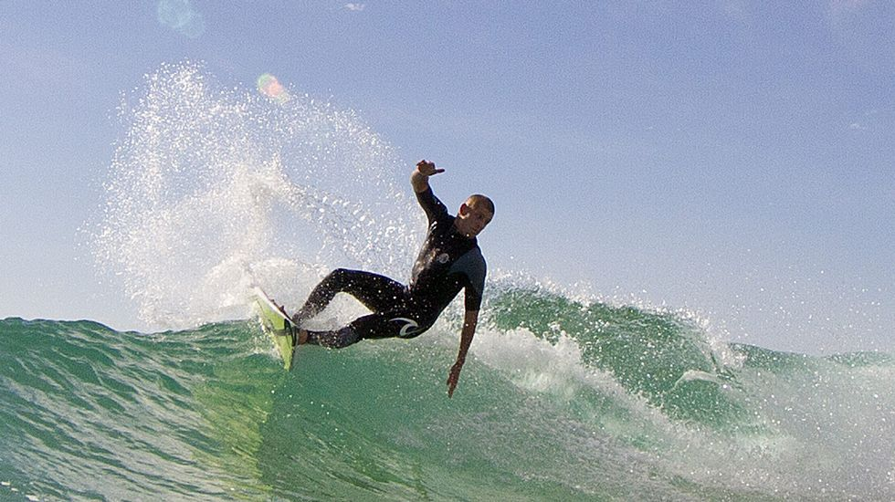 Mick Fanning vuelve a surfear