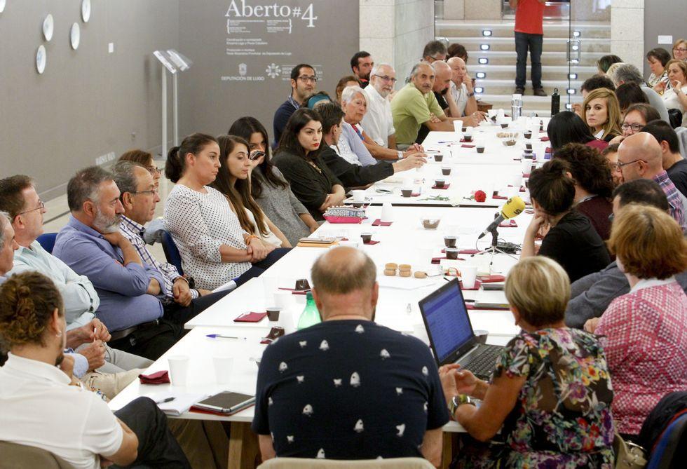 El debate crítico sobre las relaciones periodistas y artistas se celebró en San Marcos.