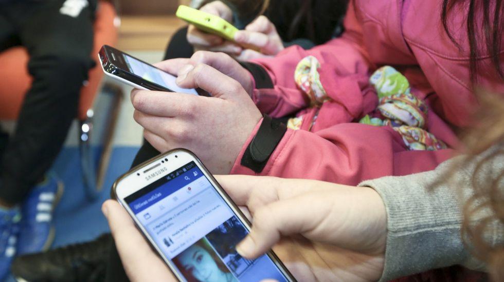 Un sencillo decálogo enseña a los niños a usar el móvil con seguridad