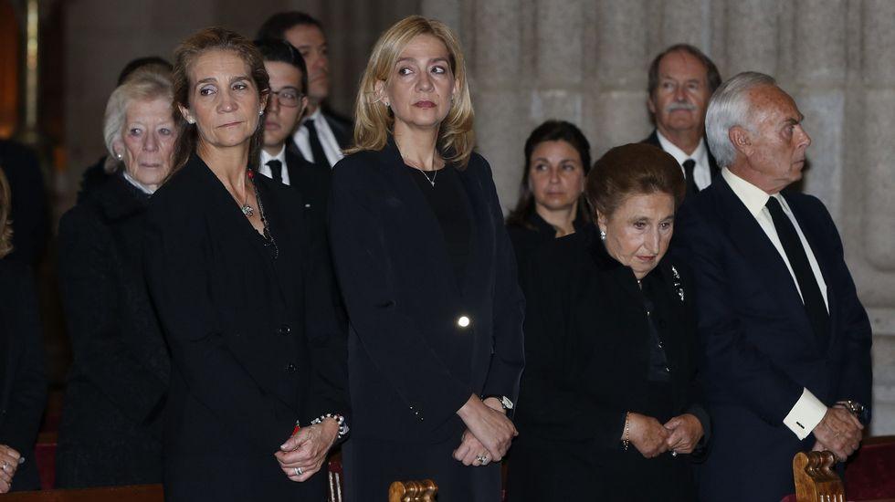 Felipe VI y Letizia coinciden con la infanta Cristina en el funeral
